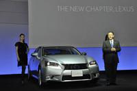 新型「レクサスGS」を紹介するトヨタの豊田章男社長。