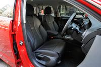 テスト車には標準装備となるファブリック表皮のスポーツシートが装着されていた。