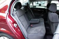 ベクトラ標準車はファブリック内装で、ブラックと、ベージュの2色。