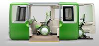 電車を思わせる両開きの大開口スライドドア。