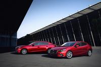 2013年11月に発売された3代目「マツダ・アクセラ」。約1万6000台の受注台数は、3000台という月間販売計画の5倍以上だ。