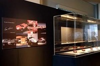 Bowこと池田和弘氏のイラストレーション原画、大田隆司氏のペーパーミュージアム、野村勲氏のフェラーリを中心とする1/43スケールのモデルカーによる「3人の作家展」(以上写真3点)。