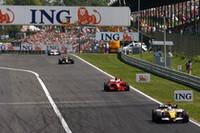 キミ・ライコネンを従えて周回を重ねたフェルナンド・アロンソだったが、最後のピットストップで抜かれ結局4位。ルノーは、前戦初めて表彰台にのぼったネルソン・ピケJrが2戦連続入賞となる6位でゴールしている。(写真=Renault)