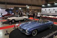 メルセデス・ベンツもブースを出展。展示テーマは「SLの系譜」で、手前から1963年「190SL」(W121)、1984年「380SL」(R107)、1990年「500SL」(R129)、そして2016年「SL400」(R231)の4世代のSLを展示した。