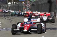 海沿いのダウンタウンに設けられた全長1.968マイルのコースについて、1コーナーでのアクシデントの多さや、オーバーテイクの多い特性を、2001年に優勝したマカオグランプリのコースに例えて表現。