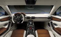 乗車定員2人のキャビン。着座位置はほかのスーパースポーツに比べて高いため、快適に走りが楽しめるという。ドアは跳ね上げ式ではなく、横方向に開くタイプとなっている。