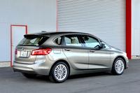 車重は1490kg(電動パノラマ・ガラス・サンルーフ装着車)で、前後軸の重量配分は58:42(車検証記載値による)。