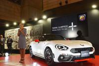 プレスカンファレンスにて、新型車への期待を述べるFCAジャパンのティツィアナ・アランプレセ氏。