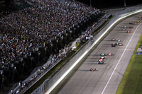 いよいよインディも2008年シーズンがスタート。ナイター照明が注ぐサーキットに、歓声と爆音が響き渡る! (写真=本田技研工業)