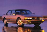 「ポンティアック・ボンネヴィル」     「ボンネヴィル」は独立したモデルとしては1958年から発売された。初代は2ドアハードトップとコンバーチブルのみの構成だったが、後に4ドアセダンやステーションワゴンも追加される。2006年にGMのラインナップから落とされた。映画に登場するのは、1990年頃の第8世代モデル。
