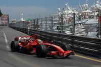 マッサ(写真)3位の影に、予選でクラッシュし16位からスタートしたキミ・ライコネン。自らの存在をアピールすることなく、ライコネンは8位でフィニッシュした。キミの2戦連続の不調(不運)は、フェラーリの問題である。(写真=Ferrari)