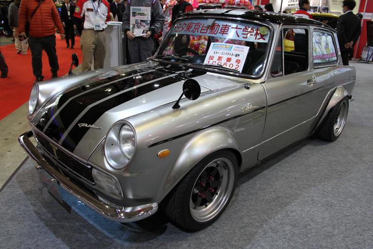 トヨタ東京自動車大学校の「パブリカGT」。ベースは初代「トヨタ・パブリカ」の後期型となる1968年「パブリカ800デラックス」で、オーバーフェンダーは板金でたたき出している。空冷フラットツイン800ccエンジンにはφ40のウェバーツインチョークキャブレターが装着されていた。
