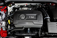 エンジンは1.8リッター直4直噴ターボ。トランスミッションには6段デュアルクラッチ式ATが搭載される。