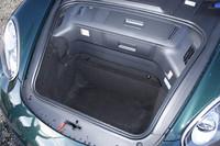 フロントのボンネット下には、リア側(130リッター)より容量の大きな150リッターのラゲッジスペースが用意される。