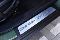 サイドシルのプレートには「COOPER S」と記される。