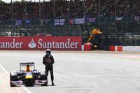 ハミルトンのタイヤバーストで首位の座が舞い降りてきたベッテル。しかしトップ周回中の41周目、レッドブルのギアボックスは働くことをやめコース上で息絶えた。36点もの大量ポイントリードは、これで21点に。(Photo=Red Bull Racing)