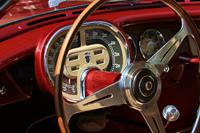 往年のクルマのダッジュボードは、メーターの書体ひとつとっても、そのクルマの性格を的確に表現していた。これはカロッツェリア・ギアによる1954年「フィアット8Vスーパーソニック」。