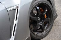 テスト車には、NISMOの手になる、2015年式「GT-R」用の20インチアルミホイール(写真)が装着されていた。