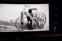 1885年にダイムラーが製作した二輪車も紹介された。