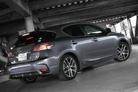 マイナーチェンジを受けた「レクサスCT200h」が世界初公開されたのは、2013年の広州国際モーターショーでのこと。その後、ほぼ同時に開催された東京モーターショーでもお披露目され、2014年1月に日本で発売された。