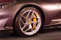 ホイールは前後とも20インチ。「F12tdf」と同サイズのタイヤが組み合わされる。