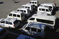 成田空港にて。航空会社の構内専用車にも、軽自動車が増えた。