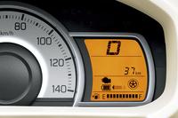 乗用モデルの「L」「S」「X」には、ブレーキエネルギー回生機構の「エネチャージ」を採用。なお、「ワゴンR」から導入の始まった簡易ハイブリッドシステムの「S-エネチャージ」は、新型「アルト」には採用されていない。