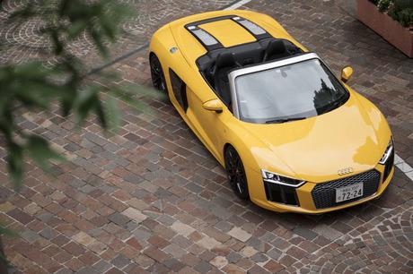 フルモデルチェンジで2代目となった「R8スパイダー」に試乗。自然吸気のV10エンジンを搭載するアウディの最...