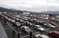 パドックで待機する「クラシックカーパレード」の参加車両。S54B、ハコスカ、ケンメリなどのスカG、510ブル、SR311フェアレディ、初代S30Z……旧車の世界で圧倒的な人気を誇る日産車だけに、ご覧のとおりのボリューム。