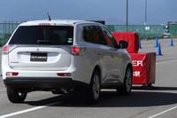「衝突被害軽減ブレーキシステム(FCM)」は、衝突直前に警報や自動ブレーキで衝突を回避、または被害を軽減する。