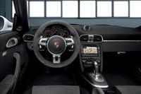 ステアリングやシートなどに「ブラックアルカンターラ」が用いられた「911カレラGTS」のインテリア。