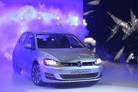 グループナイトの主役、新型「ゴルフ」。「ブルーモーション」は約31.3km/リッターという低燃費を誇る。