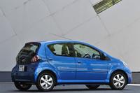 【スペック】トヨタ・アイゴ:全長×全幅×全高=3415×1615×1465mm/ホイールベース=2340mm/車重=800kg/駆動方式=FF/1リッター直3DOHC12バルブ(68ps/6000rpm、9.5kgm/3600rpm)/欧州仕様車