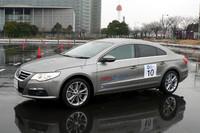 「ITS-SAFETY 2010」にデモ車両として参加した「パサートCC V6 4MOTION」。