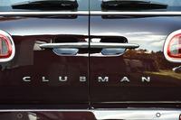 新型「MINIクラブマン」には試乗した「クーパー」(車両価格344万円)のほかに、2リッター直4ターボの「クーパーS」(384万円)が設定される。