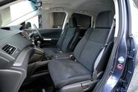 新型「CR-V」はファブリックシートを標準とし、オプションで本革シートが選べる。