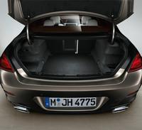 荷室容量は通常460リッターを確保し、後席を倒すことで最大1265リッターまで拡大することができる。