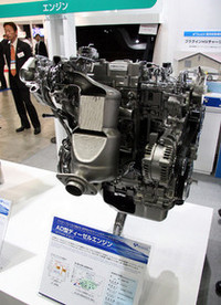 ヨーロッパ市場向けのトヨタ・アベンシス、レクサスISなどに積まれている2.2リッター直4の「ターボディーゼルエンジン」は、トヨタではなく「豊田自動織機」のブースに展示されていた。なぜならば、開発および生産を同社が担当しているから。このショーにくれば、こうしたちょっとした裏事情(?)もわかるのだ。