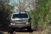 我々が走るコースは、アクロバッティックなステージはなく、ひたすら土と泥にまみれます。