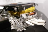 エンジンは、昨シーズンのフォーミュラニッポンのマシンに搭載された「HR09E」ユニットを熟成。水冷V8エンジンは「ホンダミュージック」といえる甲高いエグゾーストサウンドを奏でる。