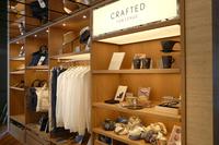 レクサスと日本国内の若いクリエーターがコラボしたライフスタイルアイテム「CRAFTED FOR LEXUS」の販売スペース。