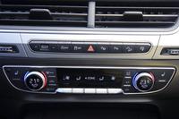 エアコンの操作パネルのそばには、走行モードの選択スイッチや、「パークアシスト」ほか運転支援システムのスイッチが並ぶ。