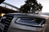 シングルフレームグリルやバンパーのデザインが変更されたほか、今回新たに「マトリックスLEDヘッドライト」が採用された。