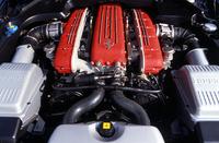 いわゆるフロントミドシップの恩恵で生じたノーズ部分の余裕を活かし、612では吸気ダクトの形状が改善された。よりダイレクトな吸気が可能となり、また、背圧の低減、コンプレッションの引き上げ(11→11.2:1)によって、575Mからの25psアップを実現した。