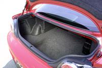 ゴルフバッグを2つ入れることができるという、トランク容量は約290リッター(VDA法)。