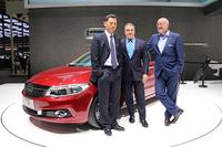 こちらは上海発の新プレミアムブランド「クオロス」のブース。左からクオロスオートモーティブ社の郭 謙CEO、奇瑞汽車とともにクオロス株を折半出資するイスラエル・コーポレーションの社主イダン・オフェル氏、そしてデザイン担当のゲルト・ヒルデブラント氏。