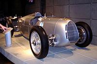 戦前のグランプリマシン「アウトウニオン・タイプC」。