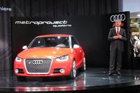 当日サプライズ発表があった「メトロプロジェクト・クワトロ」(左)と、アウディジャパンのドミニク・ベッシュ社長。