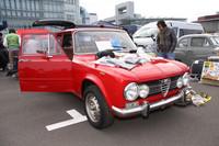 真っ赤な「アルファ・ロメオ・ジュリアスーパー」は、200万円を180万円に値引きしていた。