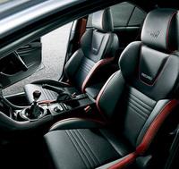 運転席&助手席8ウェイパワーシート付きの、レカロ製フロントシート。